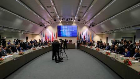 Экспортеры нефти договорилась о сокращении добычи